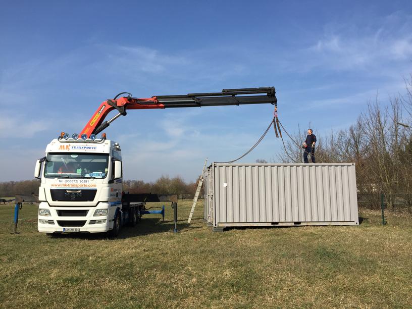 Aufstellen des Baucontainers